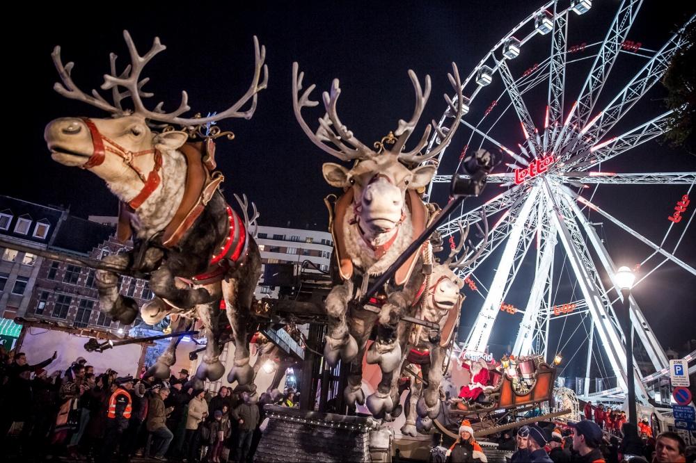 santa-clauss-reindeer